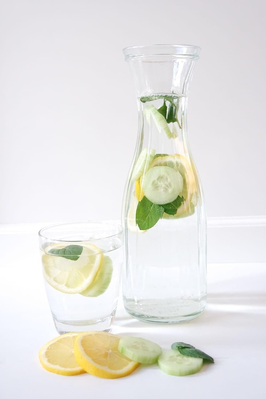 Infused Wasser infusiertes Wasser Detox-Wasser Zitronenwasser Minze Mineralwasser Sprudel Forstetal Bad Meinberger