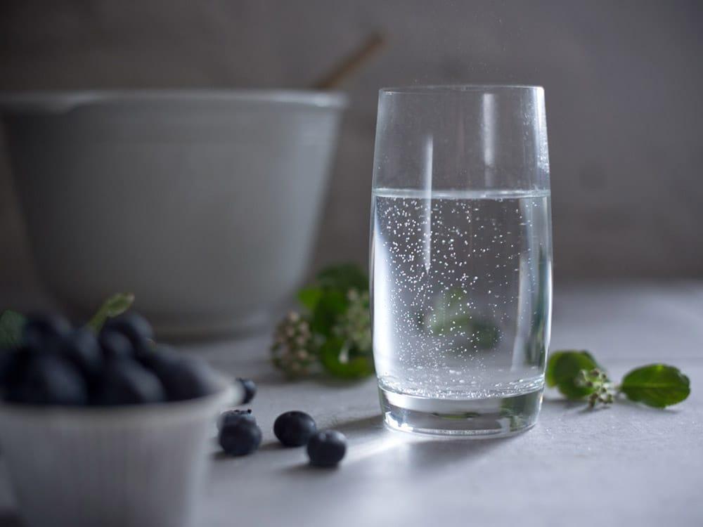 foodlovin-glas-sprudelwasser